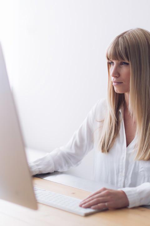 marketing-design-automation-publications-dtp-girl-relayter